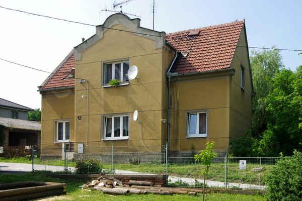 Slatina čp. 125  - školní obytná budova (nájem – Holas Petr, Pudil Miroslav)