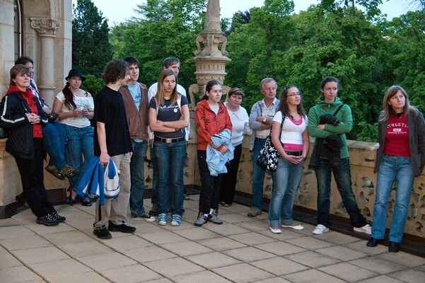"""Vystoupení kapely """"Děláme co můžem"""" na terase Severočeského muzea"""