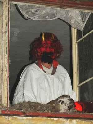 Čert nedal pokoj a pekelně hřímal.