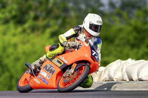 72 - Eder Christopher (A) KTM FRR 125 it.wikipedia – výkon 55 hp = 41,0 kW při 13000 ot/min, max. rychlost standardního KTM FRR 125 je cca 190 km/h, zrychlení z nuly na 100 km/h cca 5,5 sekundy (2015)