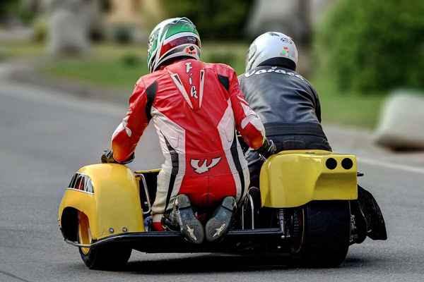 Při pohledu na sidecaru ze zadu je zřejmé, že svezení nebude moc pohodlné. z4 - Vařacha František, Josefík Radek (CZ) KOVA SUZUKI 750 GS (2012)