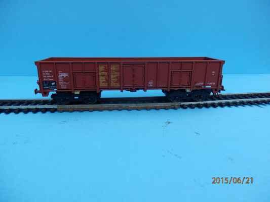 Zhruba před rokem jsem si pořídil vůz Eas/Vase ze stavebnice Malé železnice. Myslím si, že tato stavebnice nebyla nikdy volně dostupná. V prodeji je až druhá varianta, vůz Eas/Vase s brzdařskou budkou.i