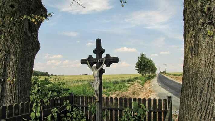křížek u Kluckých Chválovic