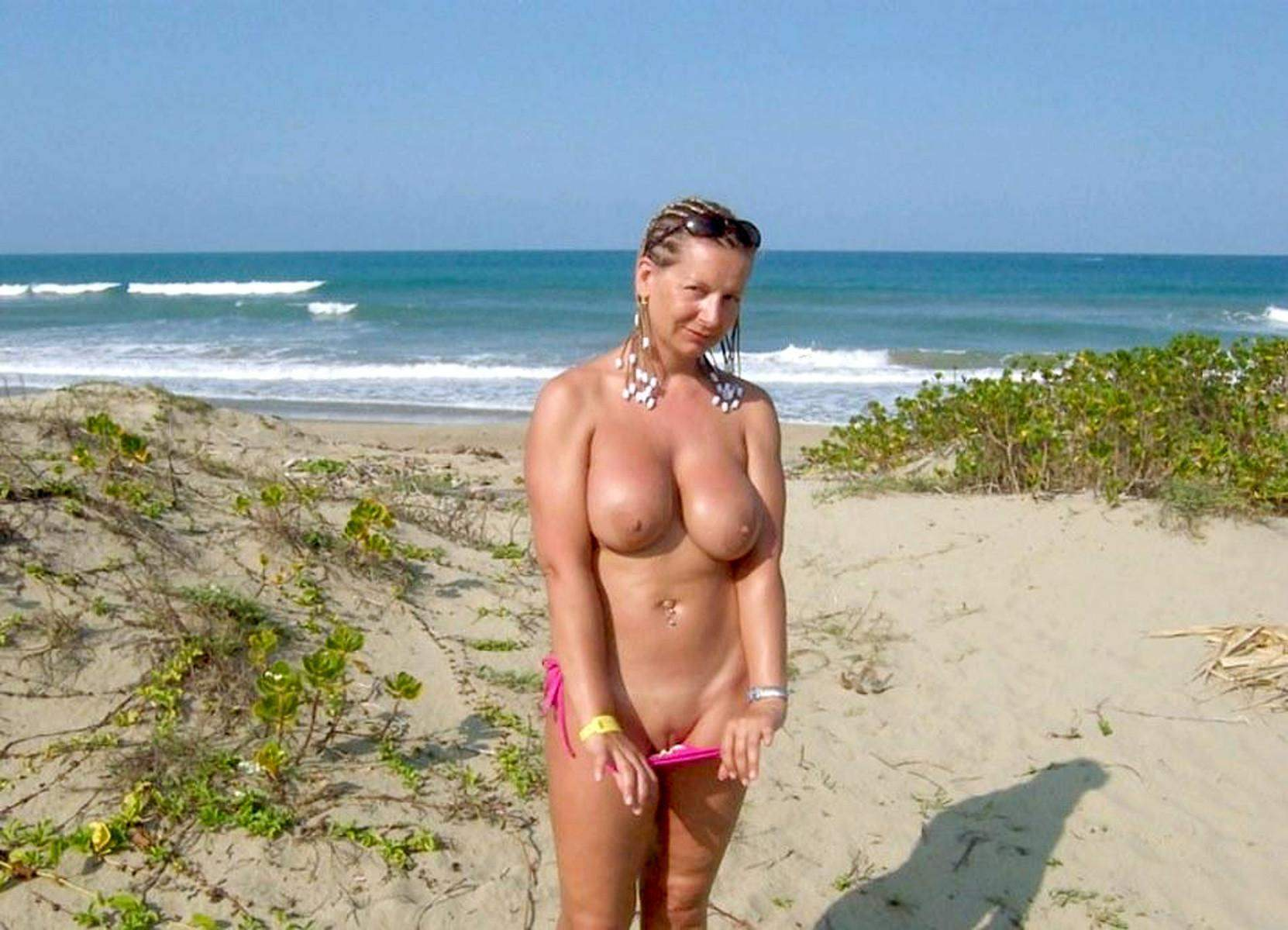 Фото больших сисек нудистов, Лучшие фото нудисток на море 24 фотография
