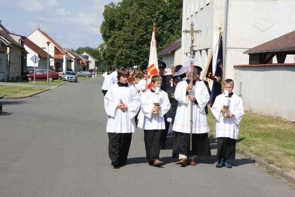 Průvod s ostatky 14 pražských mučedníků do kostela