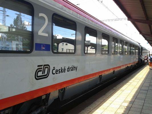 EC 223 Detvan (Praha hl.n. - Žilina) dne 18.6.2014 ve Valašském Meziříčí. Nerad jsem opouštěl pohodlné, klimatizované kupé.